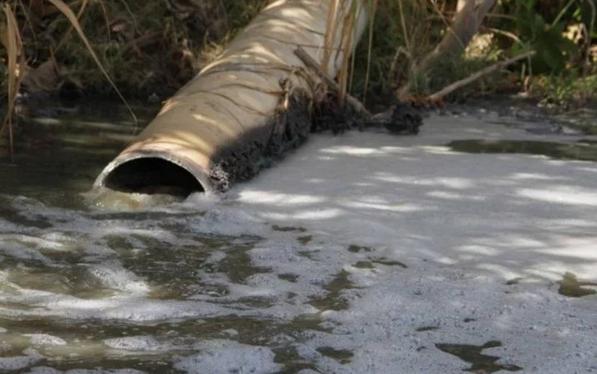 Desechos industriales vertidos en Río Atoyac llevan muerte a Tlaxcala y Puebla