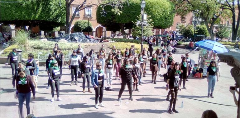 Feministas protestan tras asesinato de mujeres en Querétaro