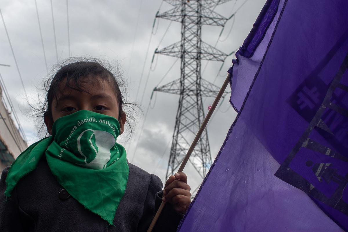 Niñas se suman a la marcha por las asesinadas y desaparecidas en Chimalhuacán (Estado de México)