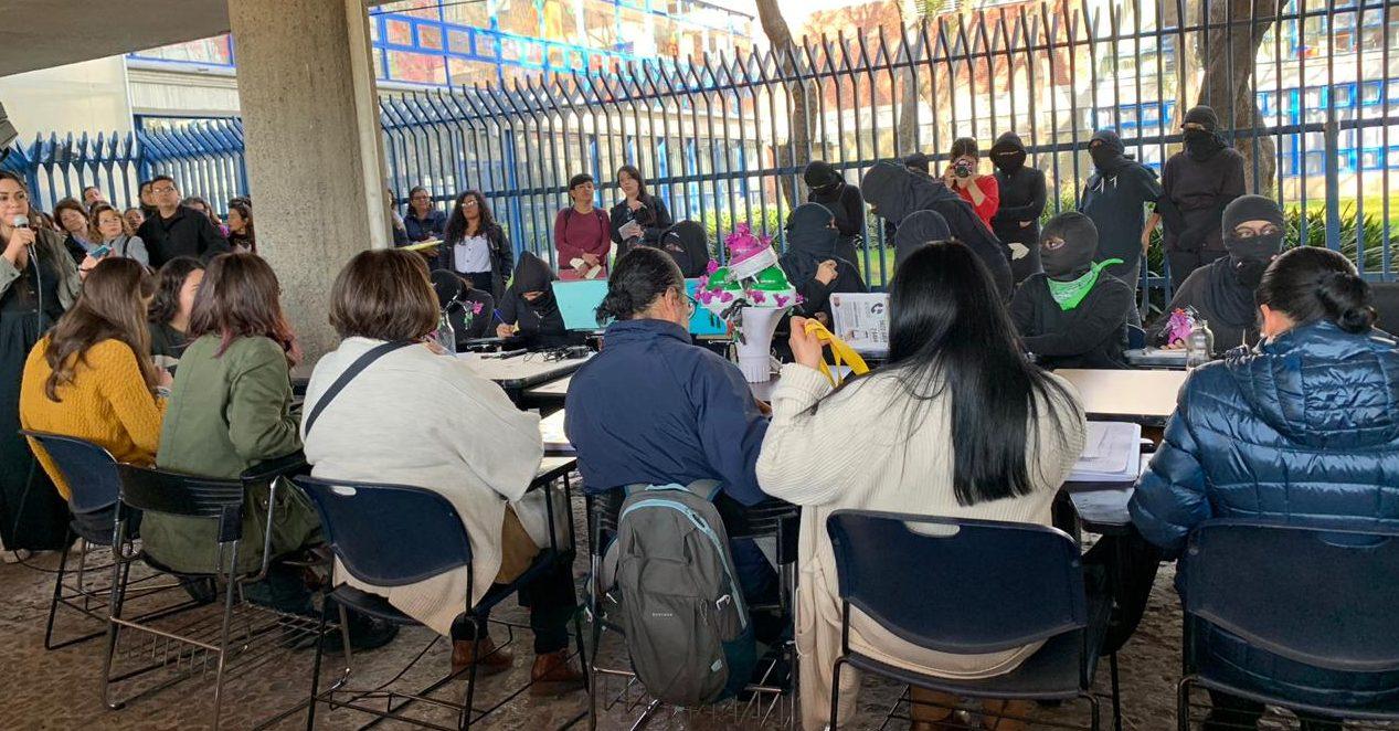 Paro en Filosofía continuará; autoridades se comprometen a revisar peticiones de alumnas (Ciudad de México)