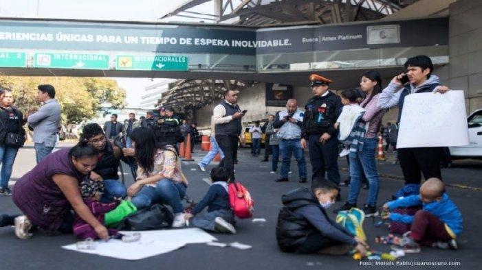 Reprimen a padres de niños con cáncer que bloquearon Terminal 1 del AICM (Ciudad de México)
