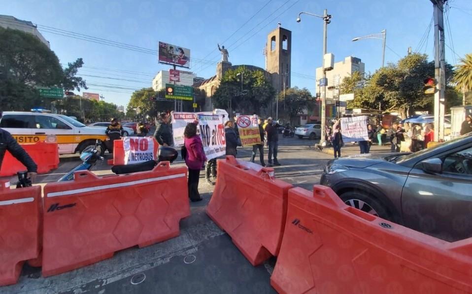 Vecinos protestan en avenida Cuauhtémoc por ampliación de Línea 3 del Metrobús (Ciudad de México)