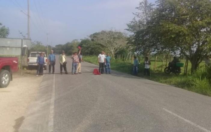 Campesinos bloquean Complejo de Pemex en Huimanguillo (Tabasco)