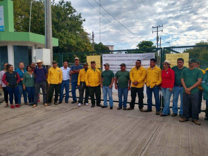 Se manifiestan combatientes de incendios forestales (Colima)