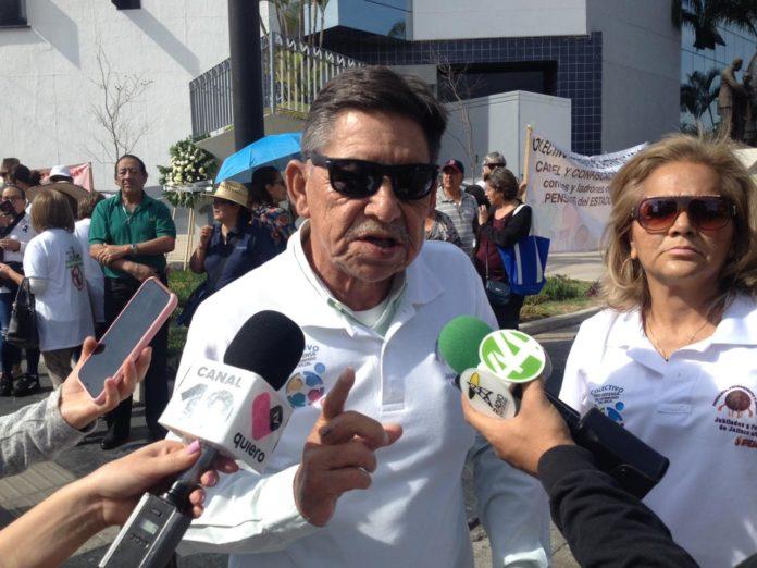 Protestan pensionados ante IPEJAL por falta de medicamentos (Jalisco)