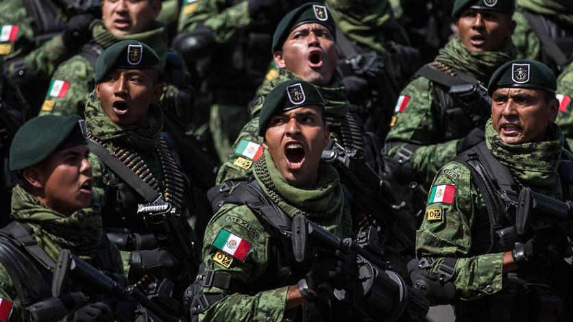 Militarización de la vida pública en México
