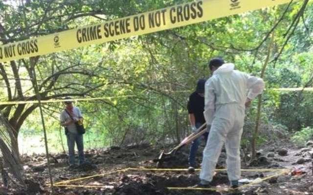 Encuentran seis cuerpos en cuatro fosas clandestinas, Fiscalía no informa (Colima)