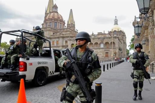 Guardia Nacional saca a ejidatarios de estacionamiento del aeropuerto (Jalisco)