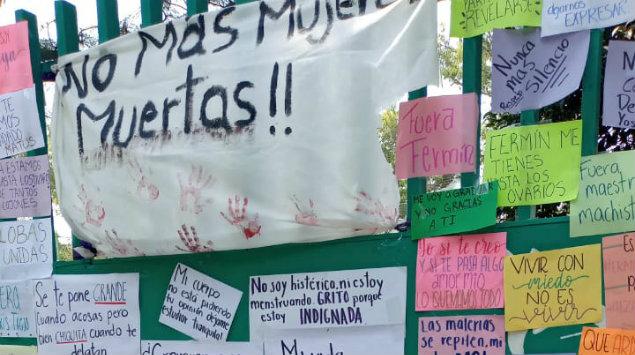 """Alumnas de Bachilleres 2 hacen """"tendedero de denuncias""""; dirección lo quita """"por ser evidencia"""" (Ciudad de México)"""