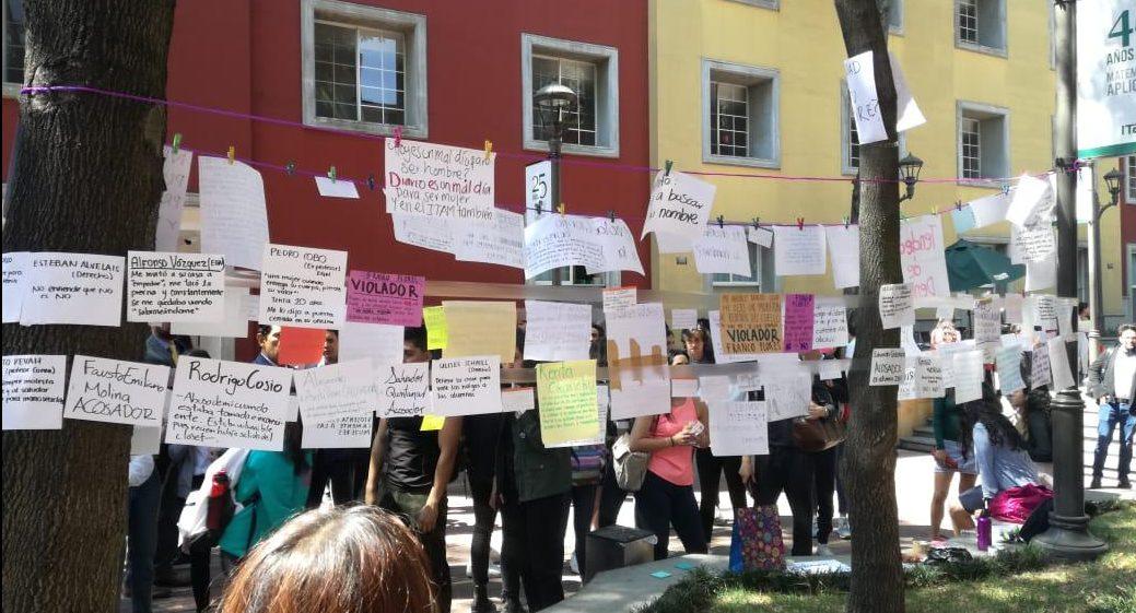 Alumnas del ITAM protestan por retiro de tendedero de denuncias; escuela pide acusar formalmente (Ciudad de México)