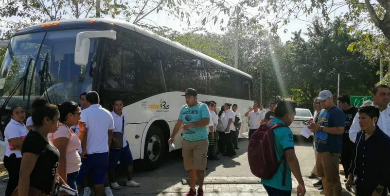 Echan a la calle a casi 300…empieza la crisis del empleo por el Covid-19: Aplican despido masivo en 'Azul Fives' de Playa del Carmen
