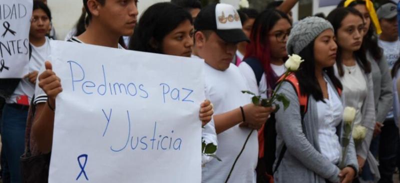 Con marcha de silencio piden esclarecer asesinato de dos estudiantes en Carrillo Puerto (Quintana Roo)