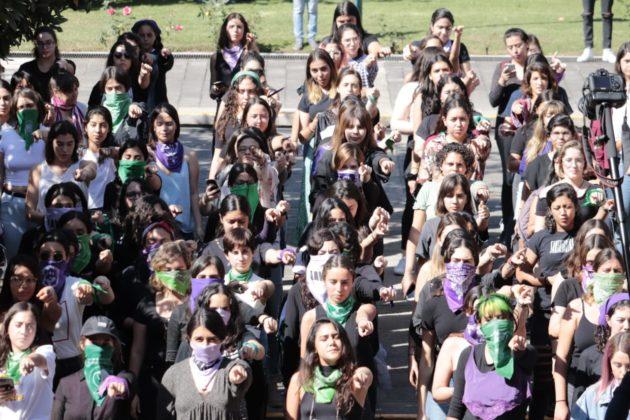 El ITESO no me cuida, me cuidan mis amigas: cantan manifestantes de la institución (Jalisco)