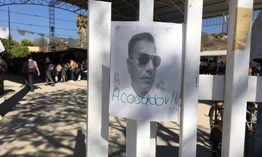 Detienen a presunto maestro acosador tras protesta de bachilleres en Oaxaca (Videos)