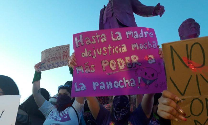 Una marcha entre reclamos, mantas e historias atroces (Baja California)
