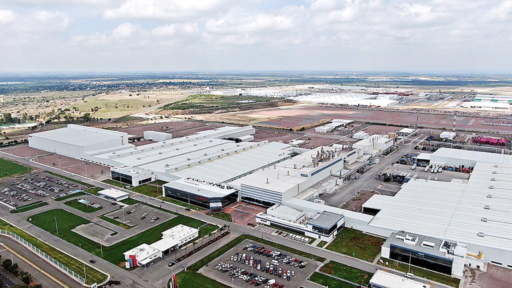 Nissan y el gobernador Lozano armaron negocios con terrenos donados
