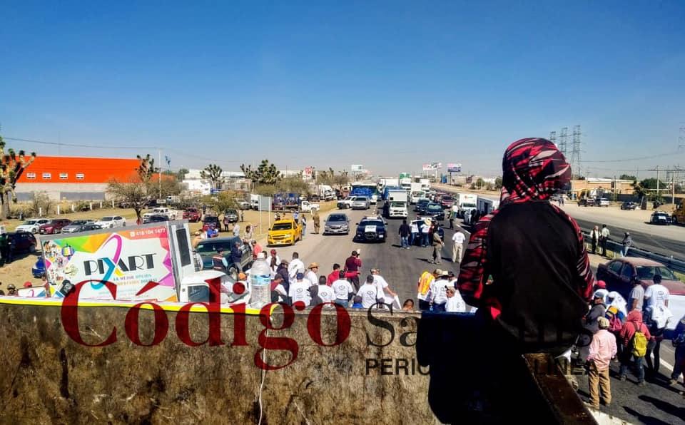 Manifestación de recolectores de basura bloquea la carretera 57 (San Luis Potosí)