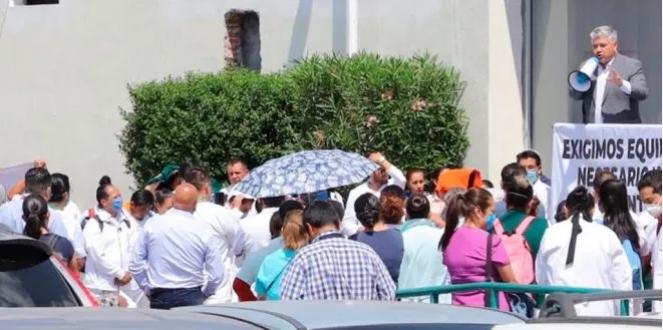 Se manifiestan médicos y enfermeras en la clínica 1 del IMSS Pachuca (Hidalgo)