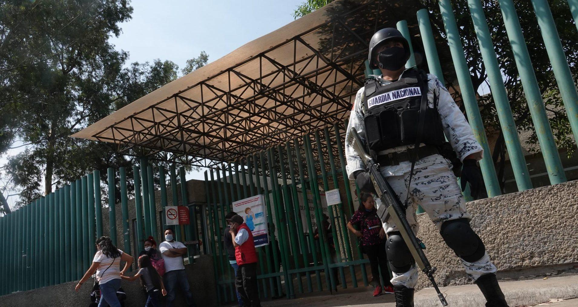 Hospital La Perla, en Neza, amaga con sancionar al personal que se niegue a trabajar (Estado de México)