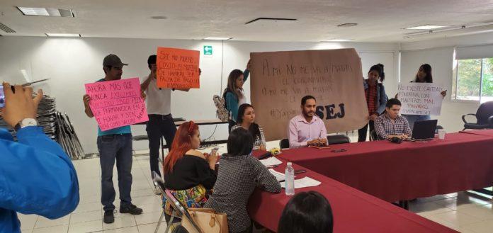 Maestros están desesperados por la falta de pago de sus salarios y realizan protesta (Jalisco)