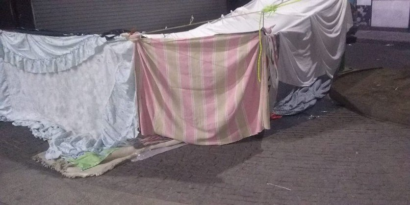 Trabajadoras sexuales, expulsadas de hoteles por cuarentena, instalan campamento temporal (Ciudad de México)