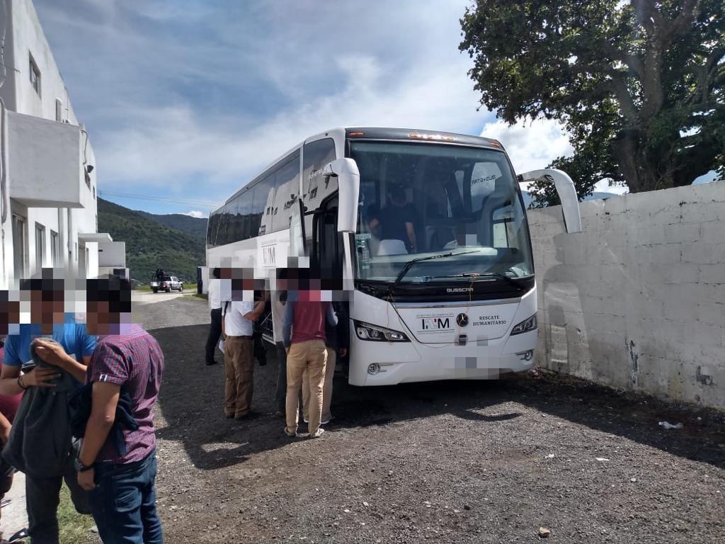 INM abandona a 480 migrantes en la línea fronteriza de México con Guatemala