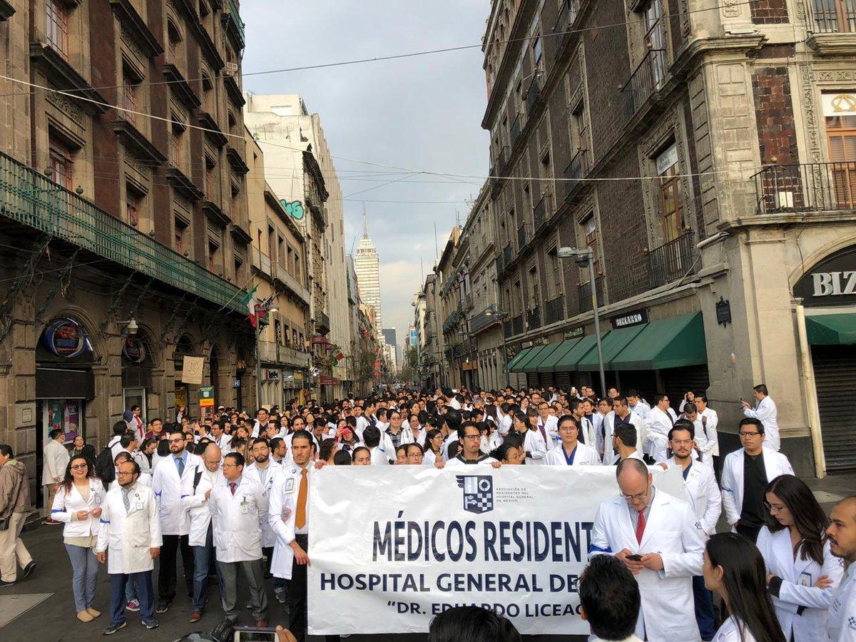 Médicos residentes marchan a Palacio Nacional; piden a AMLO condiciones de trabajo dignas
