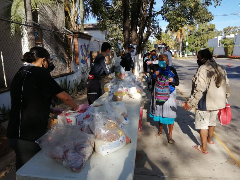 Vecinos del fraccionamiento Las Moras entregan despensas (Jalisco)