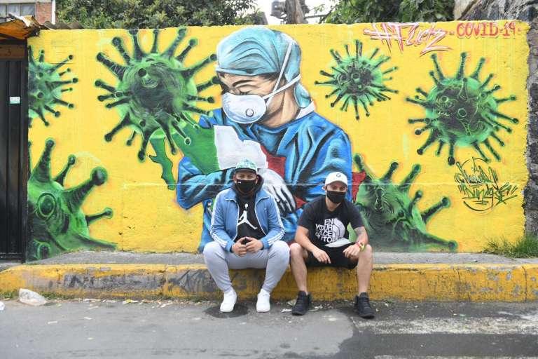 ¡Respeto! Grafiteros rinden homenaje a médicos y enfermeras que luchan contra el Covid-19 (Ciudad de México)