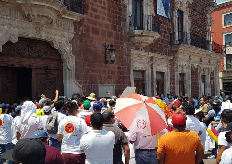 Se manifiestan trabajadores de Nissan por pago de utilidades en Aguascalientes