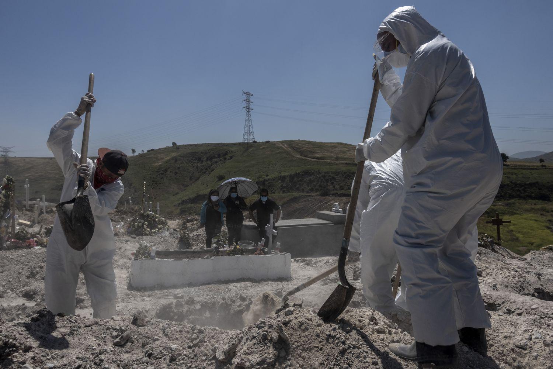 Tijuana abre más hoyos en sus ya concurridos cementerios (Baja California)