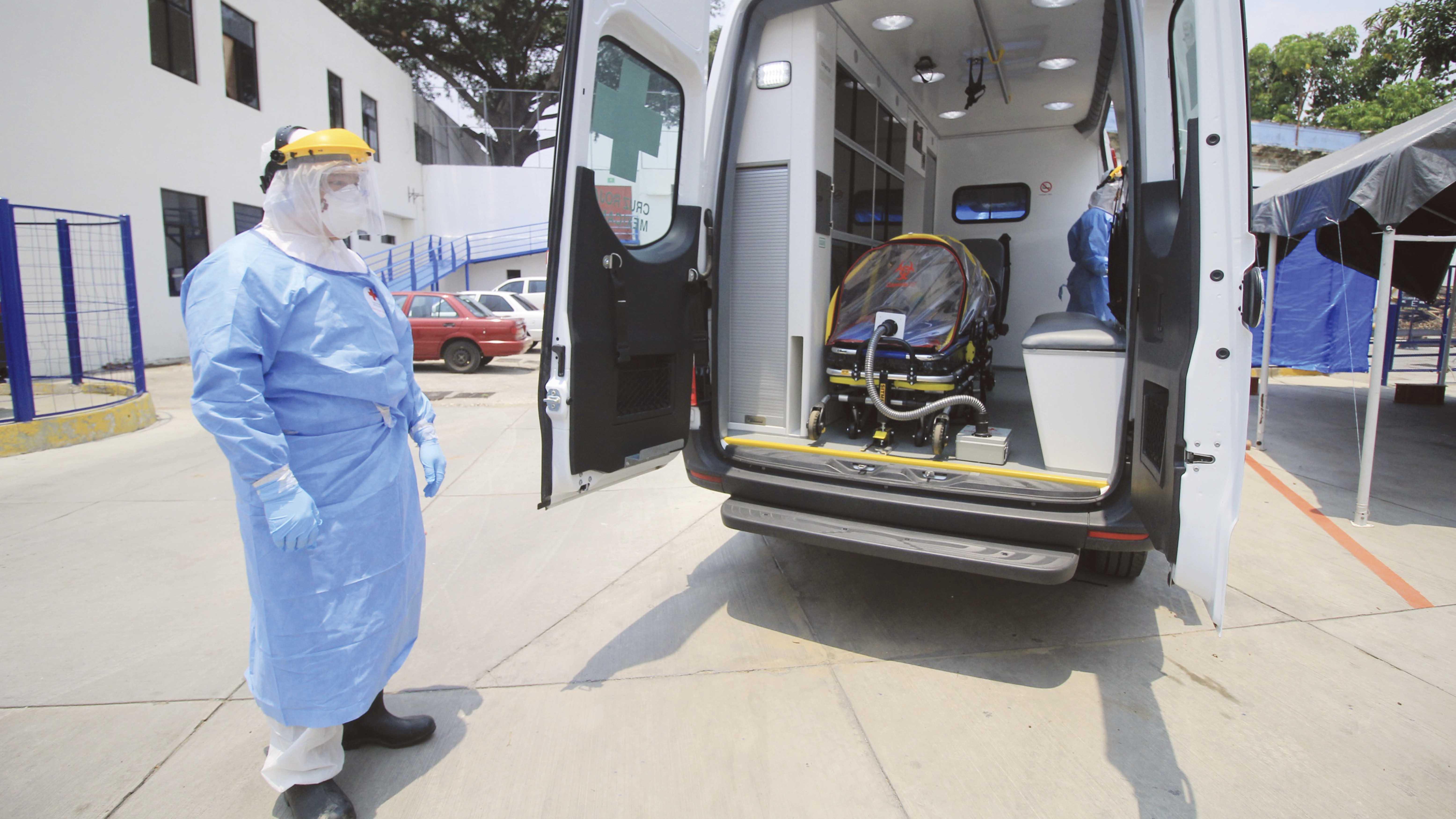 Paramédicos de la Cruz Roja afrontan el reto de salvar vidas hacia el pico de la pandemia en Oaxaca