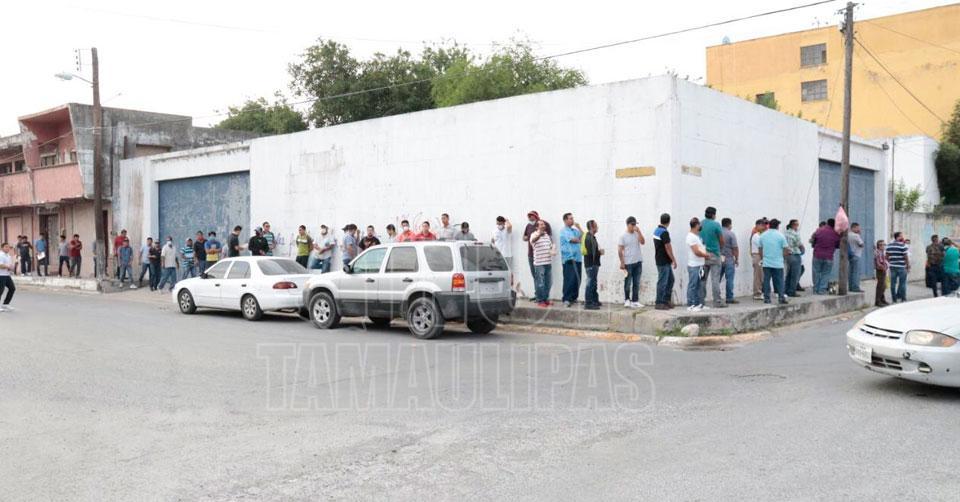 Desempleo ya se refleja en Matamoros; abarrotan el Sjoiim