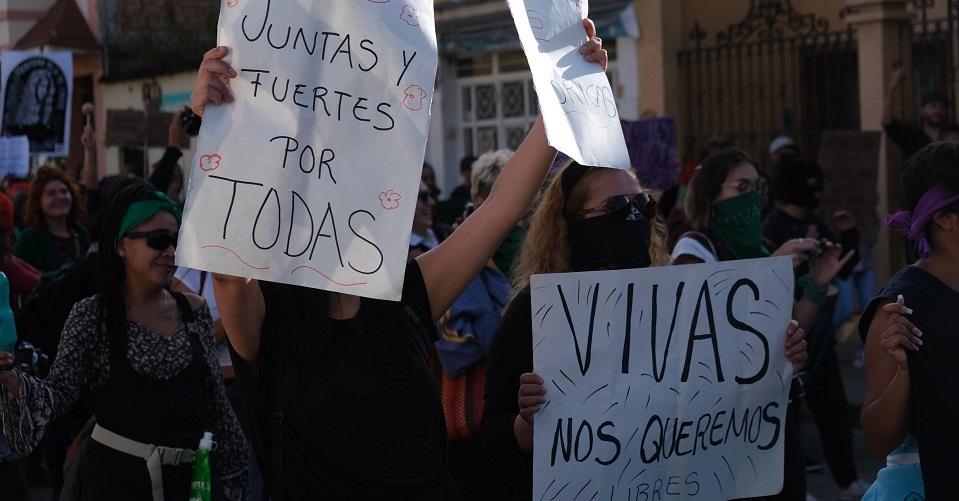 Familiares y amigos apoyan a mujeres para pedir ayuda al estar confinadas en casa con su agresor