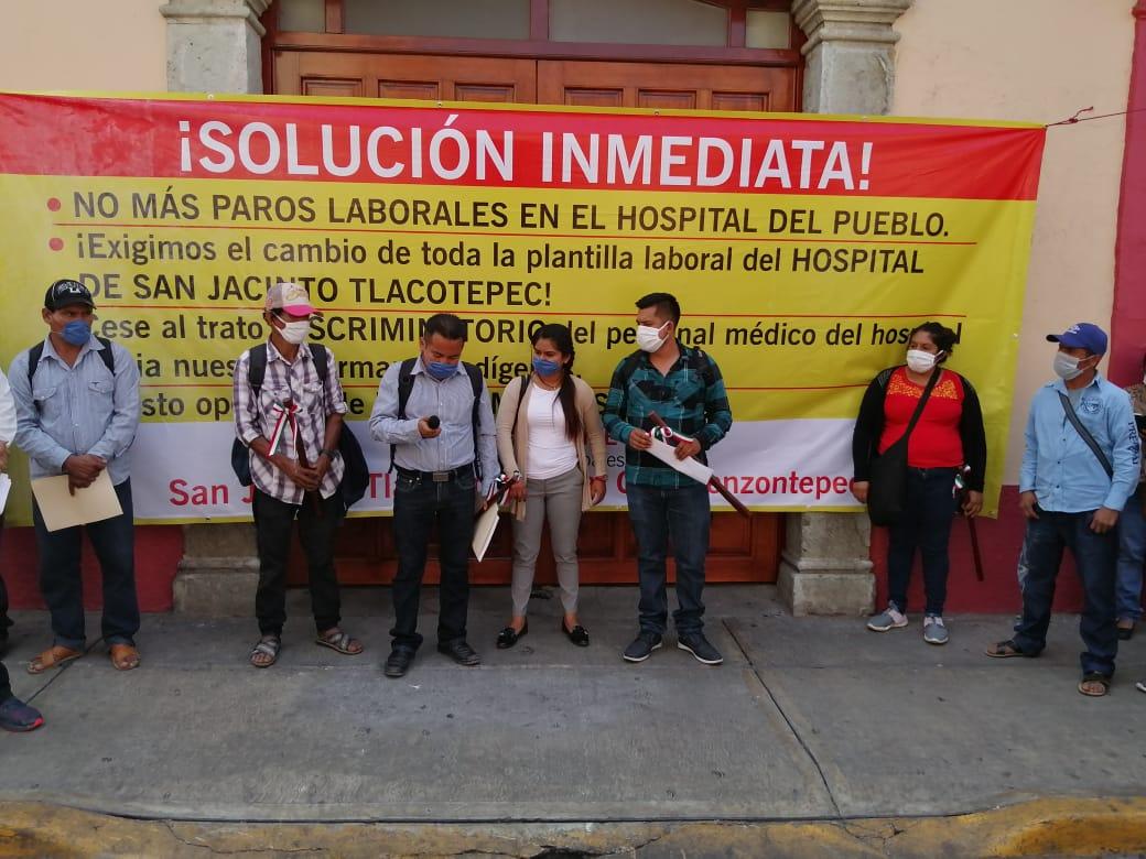 Indígenas Chatinos clausuran Hospital Comunitario de Tlacotepec y exigen cambio del personal médico (Oaxaca)