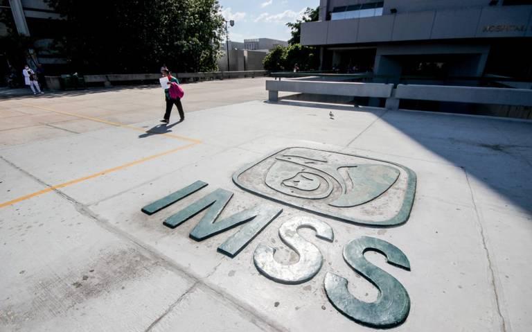 Personal de vigilancia del IMSS agrede e impide ingreso de médicos en taxis seguros (Jalisco)