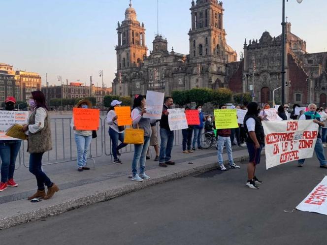 Vecinos de Ecatepec piden agua afuera de Palacio Nacional (Estado de México)