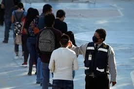 Coronavirus en CDMX: cientos hacen largas filas para recibir comida