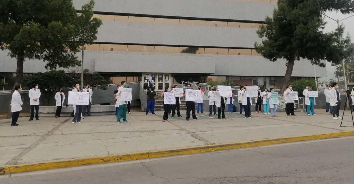 Médicos residentes de hospital del ISSSTE en Monterrey están en paro por falta de pago (Nuevo León)