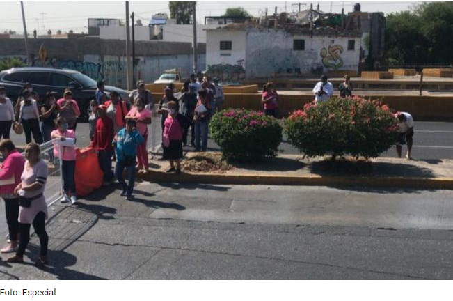 Vendedores del tianguis de Las Vías bloquean avenida Salvador Nava (SLP)
