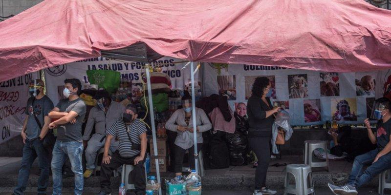 Padres de niños con cáncer cumplen 36 horas en huelga de hambre (Ciudad de México)