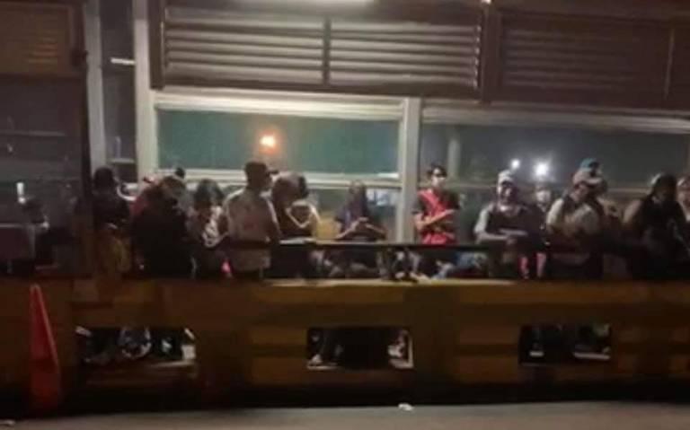 Protestan migrantes y provocan cierre de puente en Matamoros (Tamaulipas)