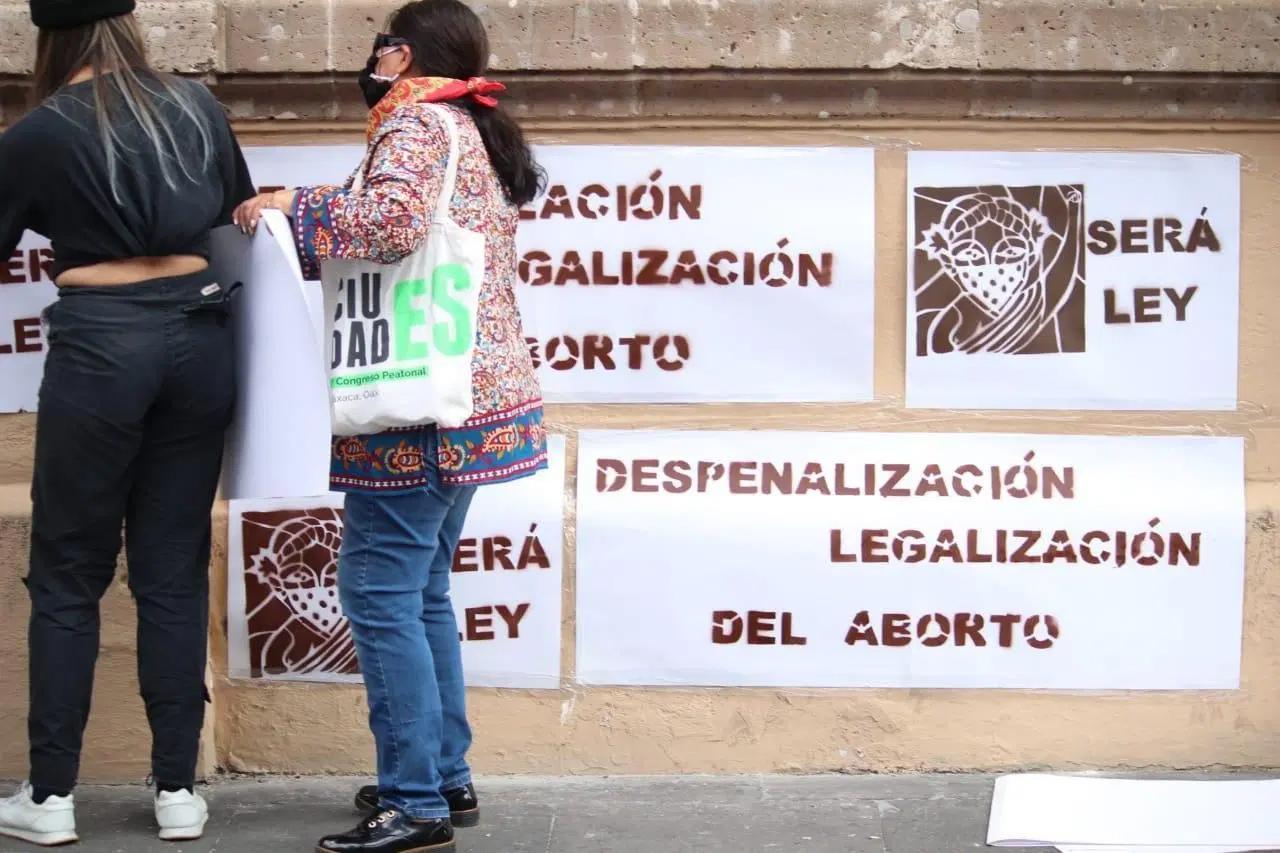 Normalistas impiden acceso de diputados al Congreso de Michoacán