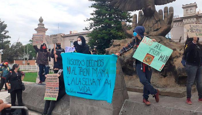 Freno al Tren Maya y mayor atención a feminicidios, exigencias para AMLO en Morelia