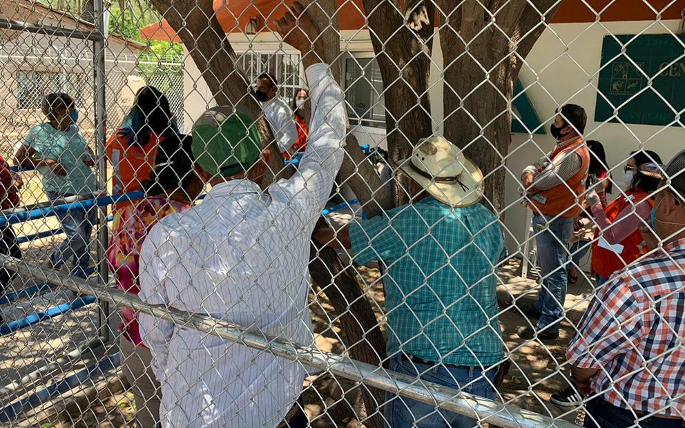 Pobladoras de Bacanuchi logran servicio médico tras daños de minera en comunidad (Sonora)