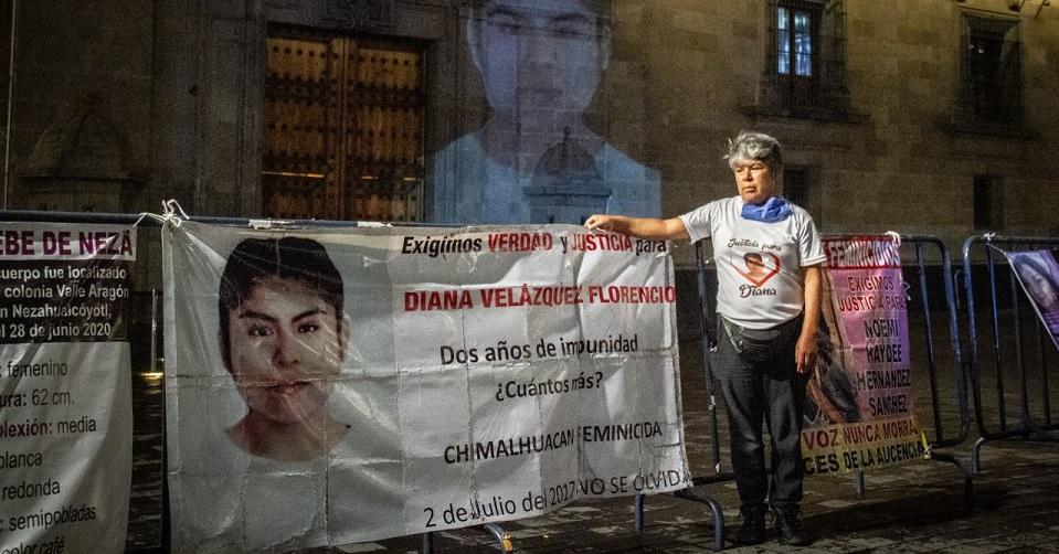 Lidia sufrió el feminicidio de su hija, lleva 2 semanas de plantón y dice que no se irá hasta que la reciba AMLO