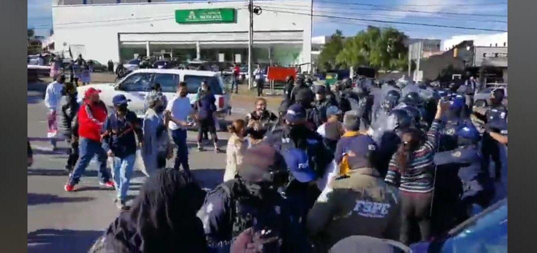 Policías de Guanajuato detienen a familiares de desaparecidos y a una de ellas le rompen la pierna por protestar