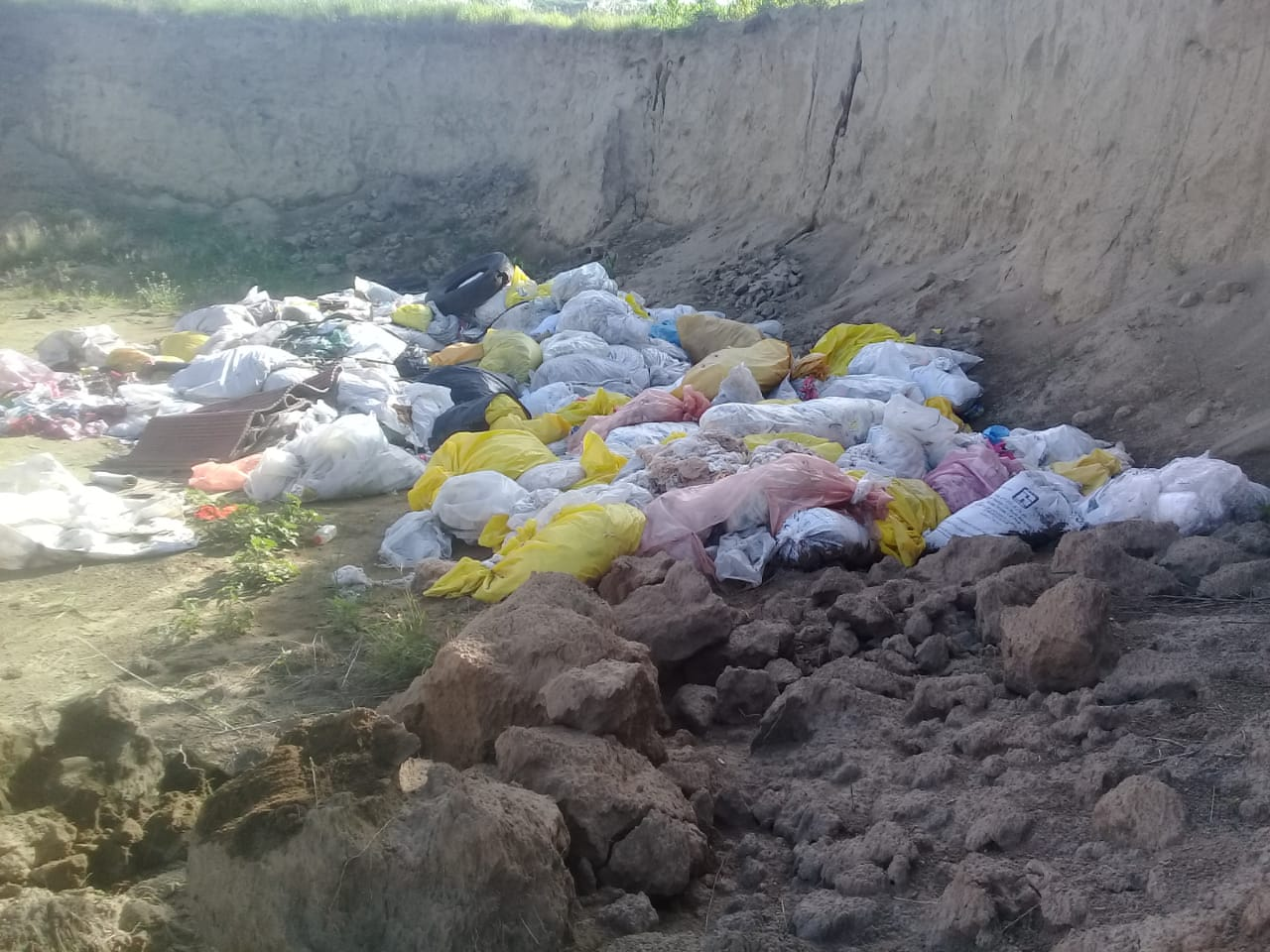 Empresas textileras usan terrenos de Texmelucan como tiraderos de desechos (Puebla)