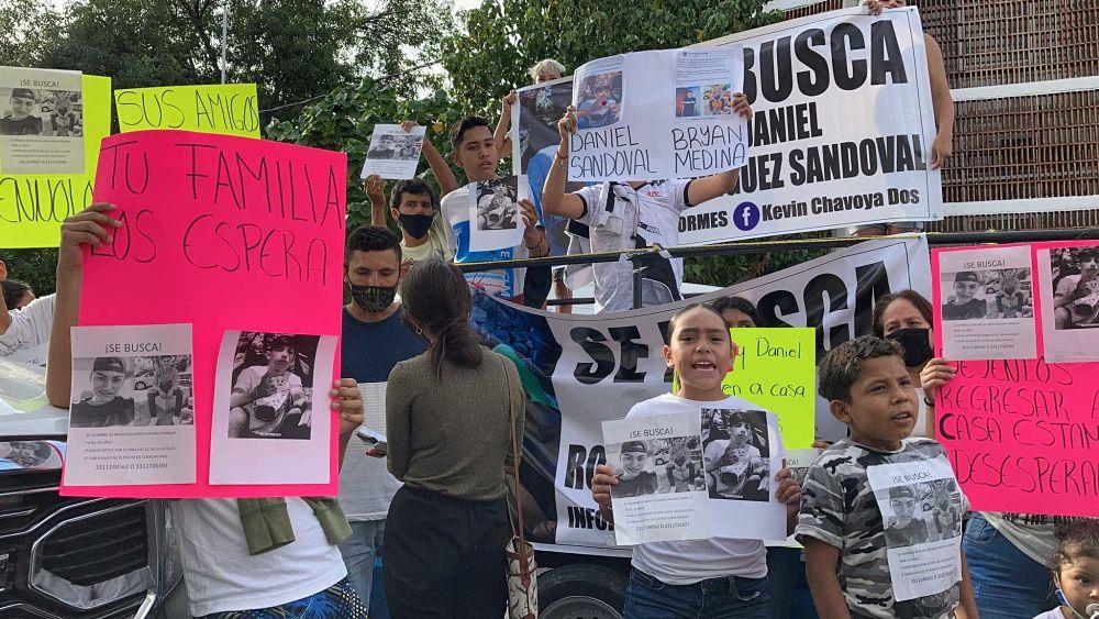 """""""Vivos se fueron, vivos los queremos"""": exigencia ante la desaparición de dos jóvenes en Teocaltiche (Jalisco)"""