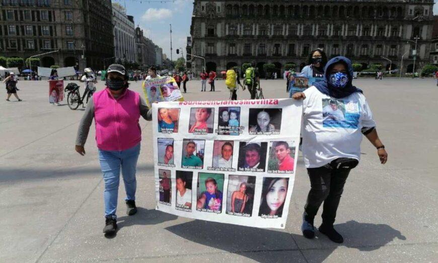 Familiares de desaparecidos realizan caminata en el Zócalo… y advierten que lo harán cada mes (Ciudad de México)